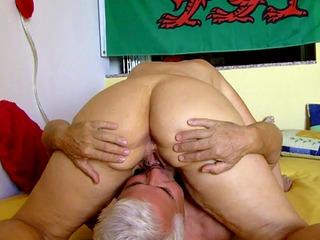 Brittischer Buttler SilverStallion lecken, ficken und anal