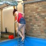 Natalie Titkoja geht schwimmen
