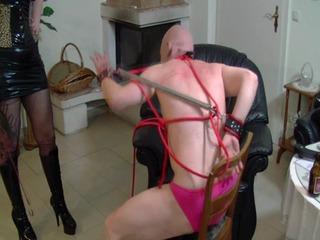 Strafe für den jämmerlichen Ehemann