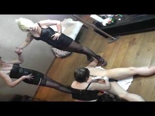 Schwanz melken- Trio bizarr - Sklave hart gemolken