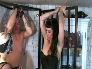 Folter im Stehkäfig