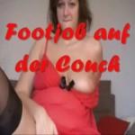 Footjob auf der Couch